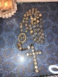 Presente pra mãe, noiva, avó, amigas: lindo terço artesanal pérolas e cristais