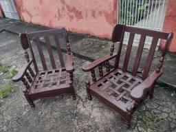 Vendo  poltrona de madeira