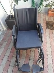 Cadeira de roda usada