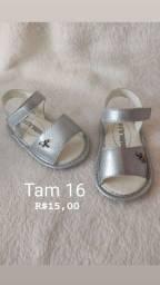 Sandália prata e sapatilha de melancia