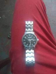Relógio magnum, marcas de uso, pra vender logo 150.