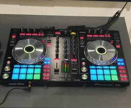 Controladora Pioneer DDJ SR2 com Serato DJ