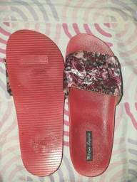 Sandália para venda, nunca usada
