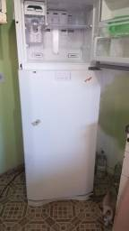 Geladeira Frost Free c/ defeito dfn52