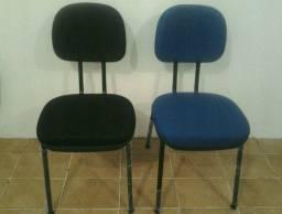 Cadeira Fixa em tecido acolchoada