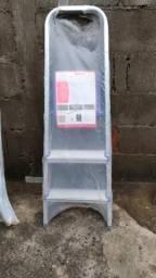 Escadas 3 degraus (1 de alumínio e 1 de metalon)