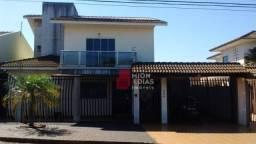 Sobrado com 4 dormitórios à venda, 300 m² por R$ 798.000
