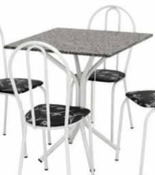 Somente a mesa sem cadeira.