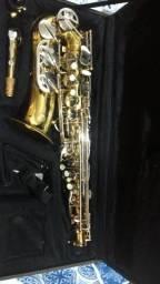 Saxofone Alto afinadissimo som incrivel