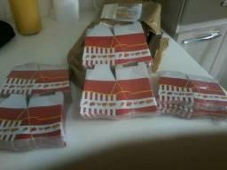 Vendo 500 caixas de colocar sanduíche ,batatas fritas e etc.