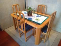 Mesa de jantar em madeira marfim