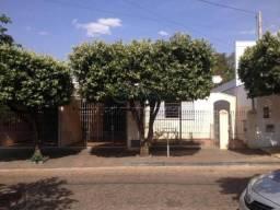 Casa à venda com 3 dormitórios em Centro, Jaboticabal cod:V4544