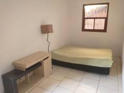 Casa quarto, cozinha e banheiro no Centro