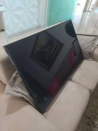 Tv LG QUEBRADA para reposição de peças.