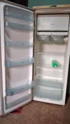 Vendo uma geladeira