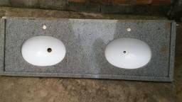 Pia de granito com duas cubas
