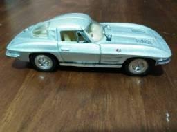 Kinsmart Miniatura 1963 Corvette Sting Ray - Scale 1/36