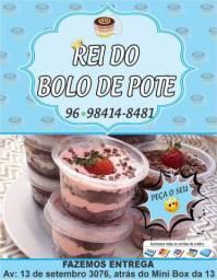 Temos bolo de pote de 350 ml e 170ml, respectivamente, de R$5,00 e R$3,00.