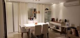 Vendo casa reformada em Cond. na Av. Maria Lacerda Montenegro