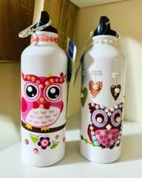Conjunto com duas garrafinhas para água decoradas