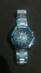 Relógio mecânico importado.