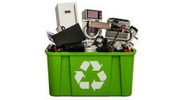 Coleto lixo eletrônico e lixo de informática para reciclagem
