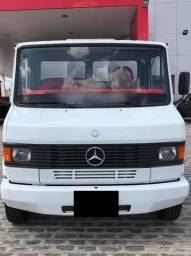 Caminhão 3/4 Mercedes Benz 710 Carroceira