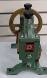 Maquina manual d virar tiras de couro