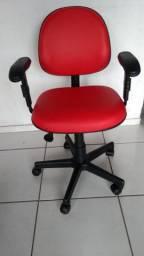 Cadeira secretaria executiva em corino vermelho