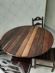 Mesa em madeira pura