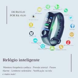 Relógio inteligente e headphone