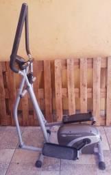 Bicicleta ergometrica tipo elíptico, semi novo,parcelo
