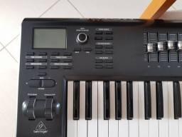 Teclado Controlador MIDI USB Behringer Motor 61