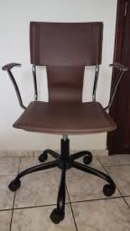 Vendo cadeira toq stoq em couro