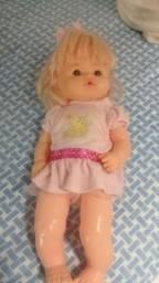 Boneca que chora e toma vacina