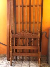 Cama solteiro de madeira ?antiga?