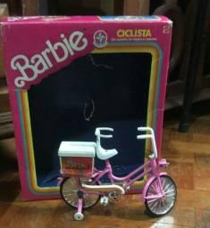 Bicicleta a pilha da Barbie