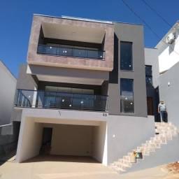 Vendo - Casa com 4 dormitórios, em condomínio de bairro nobre de São Lourenço-MG