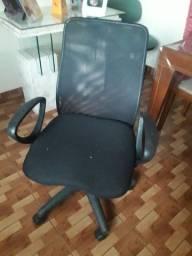 Vende uma cadeira giratória.