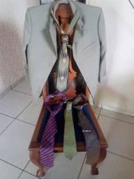 Paletó e 4 Gravatas