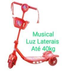 Patinete infantil musical e luz laterais novo na caixa