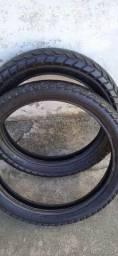 Par de pneus.