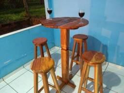 Mesa bistrô em madeira maciça
