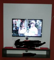 """Televisão 32 polegadas, Panasonic com um painel MDF branco. """"sete meses de uso"""""""