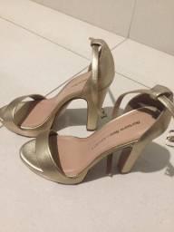 Sapato De Salto Dourado - Bárbara Bela