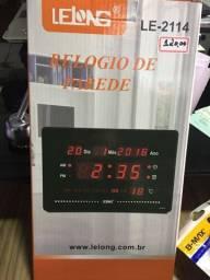 Relógio de parede dia mês ano e temperatura despertador