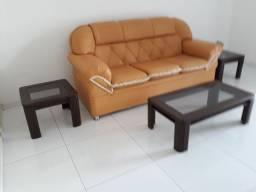 Sofá e mesas de centro