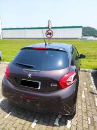 Peugeot 208 Allure + Couro