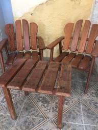 Venda de 4 cadeiras e uma mesa