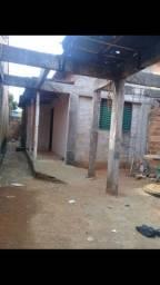 Casa, com barracão do lado, na avenida V04 do cidade  vera cruz 1